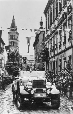 Adolf Hitler at a parade in Kraslice, 4 October 1938 Hassan 2, Mercedes Benz, Germany Ww2, The Third Reich, Rare Photos, Berlin, World War Two, Touring, Wwii