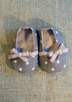 so sweet-- these remind me that I have a pattern from Japan to sew baby shoes I yet to try.....