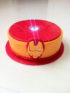 Arc Reactor Iron man birthday cake / Gâteau d'anniversaire iron man