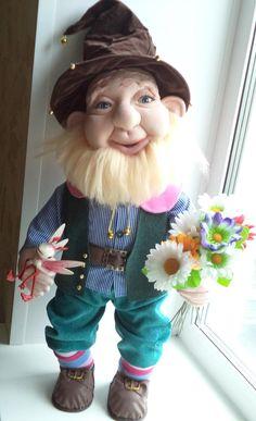 Cute Love Memes, Elves And Fairies, Scandinavian Gnomes, Polymer Clay Dolls, Raggedy Ann, Soft Dolls, Leprechaun, Holiday Ornaments, Doll Clothes