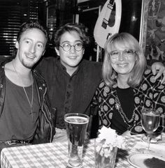 Jules, sean and Cynthia both of johns boys are sooooooo cute and jules is also vary handsome😍😍😍😍😍 John Lennon Yoko Ono, Imagine John Lennon, Julian Lennon, John Lennon Beatles, The Beatles, John Boy, Beatles Photos, Hey Jude, Celebrity Kids
