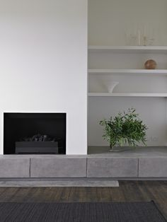 // Courtyard House by Studio Moore. Fireplace Bookshelves, Fireplace Wall, Fireplace Surrounds, Fireplace Design, Home Living Room, Living Room Designs, Living Room Decor, Courtyard House, Modern Fireplace