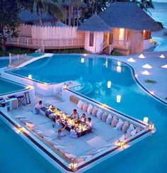 When I am 18 years old, this is what my swimming pool looks like. Dream Home Design, My Dream Home, House Design, Design Hotel, Yard Design, Luxury Pools, Luxury Swimming Pools, Luxury Spa, Indoor Swimming Pools