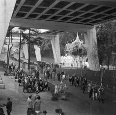 Expo 58, under the walking bridge.