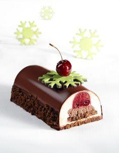 Recette Callebaut : génoise chocolat, gelée de cerise, ganache légère, chantilly amande kirsch