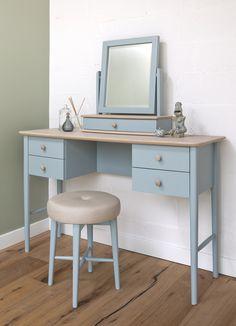 Elise Bedroom range: dressing table, bedroom stool, dressing table mirror / Elise Bedroom kolekcija: kosmetinis stalelis, miegamojo kėdutė, pastatomas veidrodis.