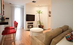 Sala de estar pequena com decoracao simples