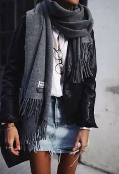 tendances mode automne-hiver Check out the fall winter fashion trends of the season. We love the new collection. Mode Outfits, Winter Outfits, Casual Outfits, Dress Winter, Winter Skirt, Summer Outfits, Winter Tights, Casual Skirts, Classic Outfits