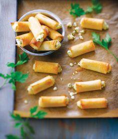 Samboussek bi jibneh - feuilletés au fromage : http://www.glamourparis.com/vie-perso/vite-une-recette/diaporama/4-recettes-de-street-food-libanaise/22314#!samboussek-bi-jibneh-feuilletes-au-fromage