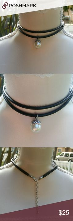White Pearl Choker Cute chocker with white single pearl. 11inch with 3 inch ext. Never been used Lovita Jewelry Necklaces