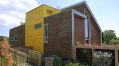 http://www.off-the-grid-homes.net/living-off-the-grid.html Surviving off the grid. Another eco house at Parc Jean Drapeau, Montreal  // Living Off-the-Grid