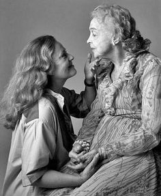 Lillian Gish and Jeanne Moreau by Denis Piel Lesbian Love, Vintage Lesbian, Cute Lesbian Couples, Lesbian Pride, Vintage Girls, Jeanne Moreau, Lillian Gish, Dorothy Gish, Kelly Lebrock