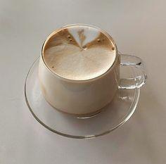 Coffee Break, My Coffee, Coffee Time, Coffee Shop, Sweet Coffee, Coffee Art, Aesthetic Coffee, Aesthetic Food, Aesthetic Girl