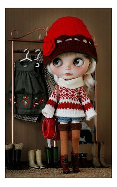 oh my gosh. Such a cute warm outfit! Wish I knew (and could afford) where to get cute Blythe clothes.