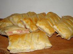Sajtos, sonkás leveles párna :: Ami a konyhámból kikerül Quiche Muffins, Bread Rolls, Scones, Bread Recipes, Fudge, Bakery, Sweets, Cheese, Cookies