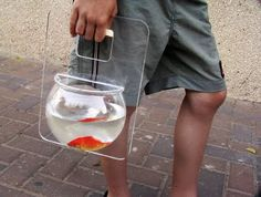 michael shabtiali - The Portable Aquarium Fishbowl was designed by Michael Shabtiali and is unlike any other pet carrier available today. When one thinks of pet fish, . Betta, Funny Inventions, Awesome Inventions, Cool Fish Tanks, Fisher, Fish In A Bag, Pet Fish, Unusual Animals, Aquarium Fish Tank
