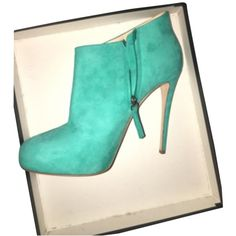 Pre-owned Barneys New York Turquoise Aqua Blue Boots (€200) ❤ liked on Polyvore featuring shoes, boots, turquoise aqua blue, aqua blue shoes, pre owned shoes, high heel stilettos, stiletto high heel boots and aqua boots