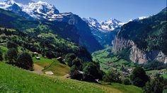 Vistas hermosas desde la terraza soleada de Mürren - Suiza Tourismo