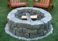 DIY Backyard Fire Pit Build It in Just 7 Easy Steps: The perfect backdrop for outdoor fun is closer than you think, thanks to our step-by-step instructions. Fire Pit Wall, Diy Fire Pit, Fire Pit Backyard, Fire Pits, Desert Backyard, Retaining Wall Bricks, Arte Do Galo, Outdoor Projects, Diy Projects