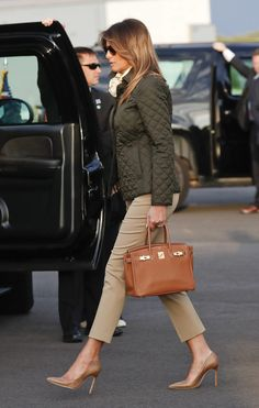Melania Trump wearing Burberry Quilted Jacket, Hermes Birkin Bag and Manolo Blahnik Bb 105 Pumps in Brown Snakeskin Quilted Jacket Outfit, Burberry Quilted Jacket, Hermes Birkin, Hermes Kelly Bag, Mode Outfits, Fashion Outfits, Womens Fashion, Looks Kate Middleton, First Lady Melania Trump