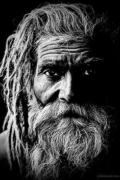 black and white portrait of a naga sadhu from kumbh mela 2010 in haridwar Black And White Portraits, Black White Photos, Black And White Photography, Black And White People, Black And White Face, Male Photography, People Photography, Foto Portrait, Old Faces