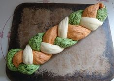 Tricolore Hefezopf zum Grillen - Kochen mit Fleer Tricolore yeast braid for grilling - cooking with Pampered Chef, Grilled Side Dishes, Grilling Sides, Cooking On The Grill, Vegetable Drinks, Healthy Eating Tips, Thanksgiving Recipes, Meat Recipes, Food And Drink