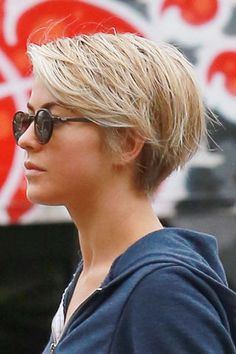 The former Dancing with the Stars favorite is not a stranger to short hair, she has gone from long waves to an asymmetrical bob and back again. But she just got a little more drastic and joined the pixie club. We like!
