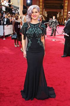 Kelly Osbourne wears a Badgley Mischka gown at Oscars 2012: The Best Dressed.  Wow, this looks really good on her!