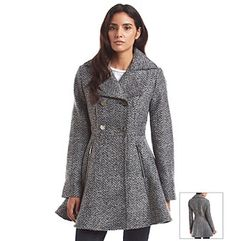 Stay chic and stylish in the cold weather with this fit and flare coat from Laundry that features a classic pattern and zipper pockets.