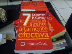 """Libro """"Los 7 hábitos de la gente altamente efectiva"""" de Stephen Cover promueve valores alineados a  #25deNaranja. Por ejemplo: Hábito del beneficio mutuo. 4to. hábito: Pensar en ganar-ganar. Este hábito promueve la equidad."""