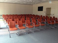 Kusch+Co recently delivered 170 #cantilevers from series 8500 #Onaplaza to the new Raiffeisen #office building Space2Move in #Vienna. The #lecture and #seminar rooms are now graced with comfortable #seating. #Interiordesign #Inneneinrichtung