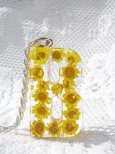 Materials: Metal, Dark Silver clasps key chain,  Resin, Dried Flower,  Pendant Size: 50 mm x 30 mm x 10 mm Necklace Chain Length :65 cm key chain Length: 85 mm