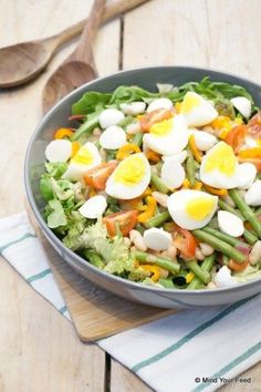 Caesar Salad with Beans and Bacon Healthy Salad Recipes, Vegetarian Recipes, Healthy Foods, Lunch Restaurants, Lentil Salad, How To Cook Potatoes, Warm Food, Weight Watchers Meals, Summer Salads
