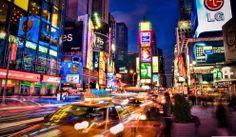 Nueva York. La ciudad fascina sobre todo de noche y tiene un aspecto impresionante desde prácticamente cualquier rincón.