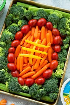 Easy Game Day Veggie Trays - perfect for any occasion or party! Easy Game Day Veggie Trays - perfect for any occasion or party! Grab your friends and gather around for good food, including Marzetti Veggie Dips! Healthy Superbowl Snacks, Game Day Snacks, Game Day Food, 9 Game, Easy Snacks, Super Bowl Party, Nacho Bar, Football Party Foods, Football Food