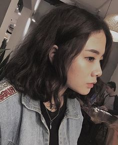 Short Permed Hair, Asian Short Hair, How To Curl Short Hair, Medium Short Hair, Short Hair With Bangs, Permed Hairstyles, Asian Hair, Short Hair Cuts, Medium Hair Styles