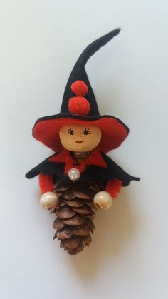 Simply tinker & tinker with children. Diy idea to make your own. Hand-made fairy-tale character from cones & natural material by daninas-art workshop. Felt Crafts, Easy Crafts, Diy And Crafts, Crafts For Kids, Burlap Christmas Decorations, Christmas Crafts, Christmas Ornaments, Pine Cone Art, Pine Cone Crafts