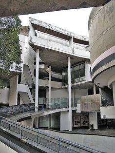 Werdmuller Center, Cape Town - View of the Ramp Vintage Architecture, Architecture Details, University Of Cape Town, New York Museums, Futuristic Design, Slums, Built Environment, Urban Planning, Urban Landscape