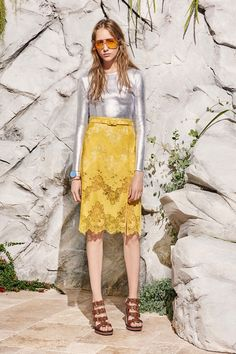 Carven Resort 2017 Fashion Show