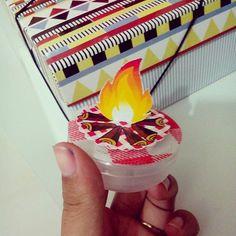Tema junino é sempre lindo 😍 preparações para a festa junina #festajunina #fogueira #personalizados #latinhaspersonalizadas