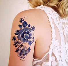 Blue watercolor flowers by Tattoorary