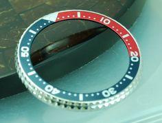 Anneau denté et lunette Pepsi pour montre Seiko Diver avec un calibre 6309, 6306 et 7548.