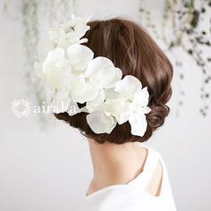 白無垢など和装での綿帽子や角隠し、伝統的な和の服頭飾をイメージした白い胡蝶蘭の髪飾り。白 胡蝶蘭 髪飾り/アーティフィシャルフラワー(造花)