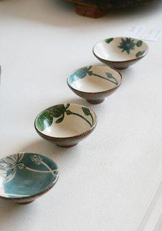Details des Albums: Tao and porcelain # – # 豆瓣 - Vase Pottery Plates, Ceramic Pottery, Pottery Art, Pottery Painting, Ceramic Painting, Ceramic Clay, Ceramic Plates, Earthenware, Stoneware