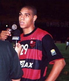 O jovem camisa 29 @A10imperador concede entrevista em jogo do @Flamengo no Maracanã em 2000 #voltadidico #VamosFlamengo