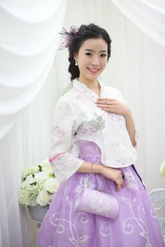 #Hanbok #Korea :  The modern hanbok does not exactly follow the actual style as worn in Joseon dynasty since it went through some major changes during the 20th century for practical reasons.