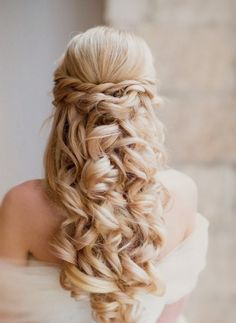 Looking for Perfect Prom Hair Accessories? Here some amazing ideas on Perfect Prom Hair Accessories That Can Add More Charm Than Any Wearing! Curly Wedding Hair, Elegant Wedding Hair, Wedding Hair Down, Wedding Hairstyles For Long Hair, Wedding Hair And Makeup, Bridal Hair, Hair Makeup, Wedding Curls, Perfect Wedding