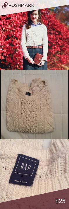 Gap Cable Knit Sweater Great used condition! Only worn a handful of times and hung to dry. Slouchy fit. GAP Sweaters Crew & Scoop Necks