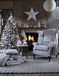 Modern Christmas Decor Ideas For Delightful Winter Holidays See more inspirations at homedecorideas.eu/ #christmasdecor #christmasideas #luxuryhomes modern design, interior design, luxury interior design .