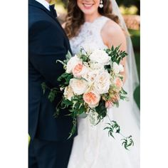 """#GardenRoses and #JulietteRoses are a wonderful combination! #weddingbouquet #weddingflowers #bride 